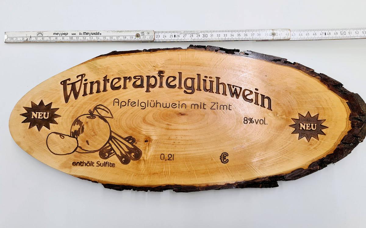 Holzschilder aus Buchenholz gefräst, coloriert und lackiert